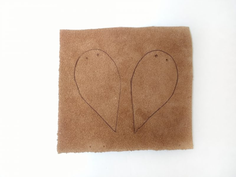 leather earrings traced