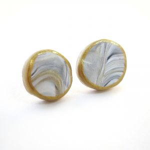 the best earrings for busy moms marbled grey and gold button earrings